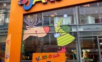 Schaufensterbeschriftung im Großformatdruck für Jako-o in Stuttgart