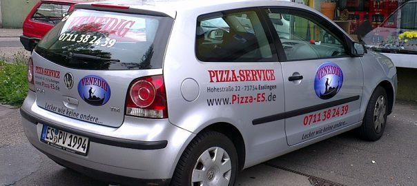 Hochwertige Pkw-Beschriftung für Pizzaservice aus Esslingen
