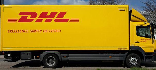 Lkw-Beschriftung für den wohlbekannten Paketdienst DHL in Stuttgart
